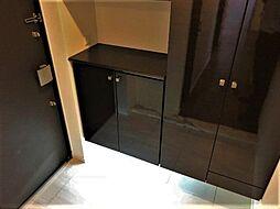 収納スペース豊富で、靴や掃除用品等をスッキリ片付けられます。