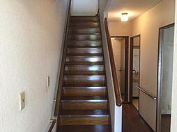 ゆったり幅のある階段部分