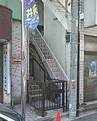 西武新宿線「井荻」駅より徒歩1分の駅近マンション。