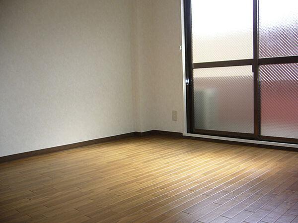 ネオセレス壱番館の洋室