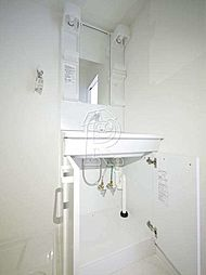 メイソンデグレース天神南の洗面台の収納もたっぷり。