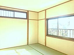 2F南側6帖和室。収納も豊富です。(1)
