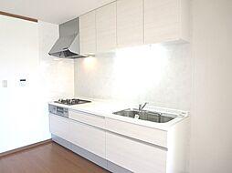 リフォーム済キッチン写真です。ハウステック製2550mmタイプのシステムキッチンに交換しました。