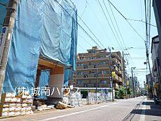 西側前面道路含む現地外観:平成30年6月4日撮影
