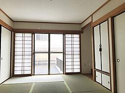 客間に便利な1F6帖和室。収納も豊富で綺麗にお使い頂けます。(1)