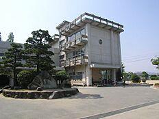 小学校米田小学校まで258m