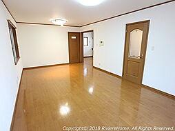 [室内撮影] リビングルームは広々LDK約14帖。すっきりとした独立型キッチン仕様です。防犯対策、1.2階にはシャッター雨戸も完備。