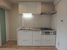 3口ガスコンログリル付システムキッチン