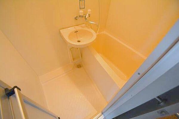 CTビュー小阪の大きなバスルームは、足を伸ばせしてゆっくりできます。
