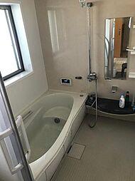 窓付きの浴室、換気をして熱気を逃してください。