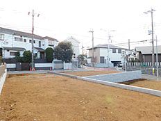 周りには閑静な住宅街が広がっております。