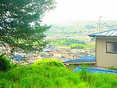 日野市が誇る清流「浅川」をのぞむ。高台ならではの眺望です。