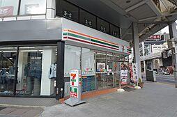 商店街の中にはコンビニやおいしいお店もたくさん。