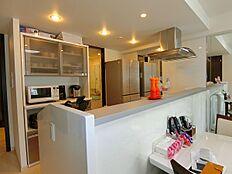 キッチン約4.0帖です。カウンターが設えておりますので便利です。