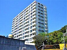 熱海駅より徒歩5分、地上15階建の外観