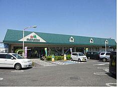 マルエツ武蔵砂川店まで1000m 「営業時間:9時‐22時」近くのスーパーまでは徒歩13分。駐車場も完備されています。最寄り駅からは徒歩2分の場所にあるため仕事帰りに立ち寄れます。