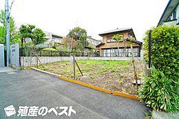 世田谷区成城5丁目の土地。間口も広く開放的な敷地です。
