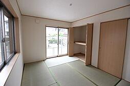 玄関横の6畳和室は、応接間として、お客様用の寝室としてお使いただけますね。