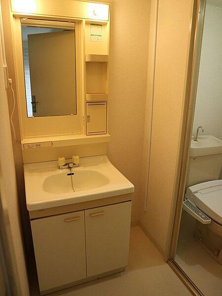 トルネード南住吉の1Rには珍しく洗面所があります。