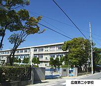 姫路市立広畑第二小学校 490m