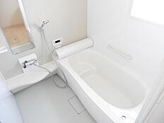 広々1坪サイズの浴室保温浴槽
