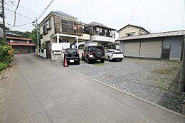 車の通りが多い道路から少し離れた立地ですので、静かで穏やかな閑静な住宅街を堪能していただけます。