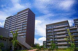 大阪府吹田市佐竹台1丁目の賃貸マンションの外観