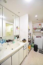 三面鏡付キッチン