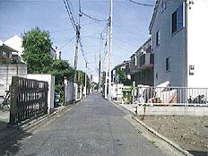 北側前面道路東方向