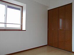 北東洋室収納及び出窓です。2重サッシ設置済