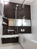 (浴室イメージ)一日の疲れを癒すバスルームはお湯が冷めにくい浴槽を採用。