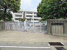 三沢中学校まで1600m