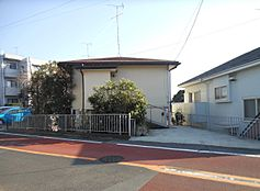 町田市玉川学園5丁目の売土地です。保育園、小学校、スーパーストアなどが徒歩10分圏内に点在し住環境良好です。