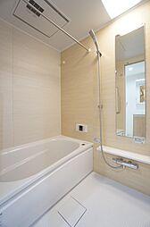 ユニットバス交換済、浴室乾燥機付きです。