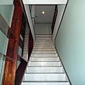 階段と陳列棚