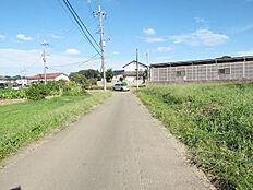 敷地北側の4.5m公道、2号地の東方向