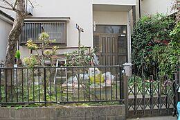 閑静な住宅街/建築条件なしのためお好きなハウスメーカーにて建築できます/南向きで陽当たり良好/バス停「宝生寺団地」まで徒歩4分