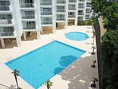 リゾート感ある屋外プール