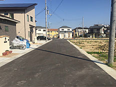 前の道路は車の通りも少なく、子供さんにも安心。穏やかな新生活をスタートしませんか。