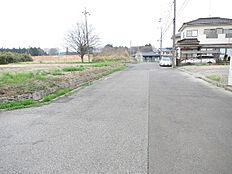 東側約7.3m前面道路