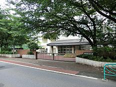 宮前中学校(約800M)