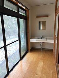 各々の和室の縁側に洗面化粧台があります