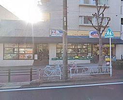 最寄のスーパー。日々のお買いものに便利ですね。