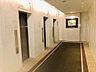 「ダブルオートロック」を抜けるとアートが迎えてくれるエレベーターホール。,2LDK,面積70.16m2,価格6,650万円,JR山手線 大塚駅 徒歩9分,東京メトロ有楽町線 東池袋駅 徒歩10分,東京都豊島区東池袋2丁目38番4号