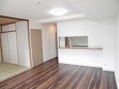 和室の扉を開けると18帖の空間が広がります。