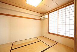 南側和室。和室を取り払いリビングを広くすることも可能です。H30.10月