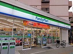 コンビニエンスストアファミリーマート 江戸堀三丁目店まで232m