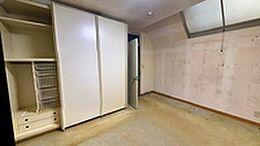8.6帖の寝室には、1.5間分のクローゼットが付設されており、収納力も充分に備えています。
