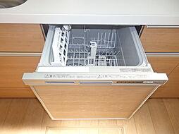 家事も快適、食洗機付のシステムキッチン。