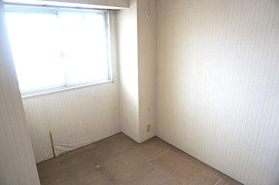 洋室約3帖の窓...